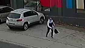 Imagen de uno de los ladrones momentos posteriores a un robo. Foto: Europa Press