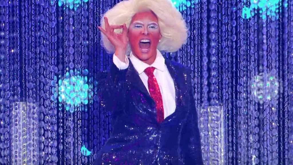 Shuga Cain con un look a lo Donald Trump en la temporada 11