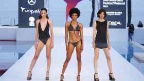 Modelos desfilando en la Mercedes-Benz Fashion Week Ibiza