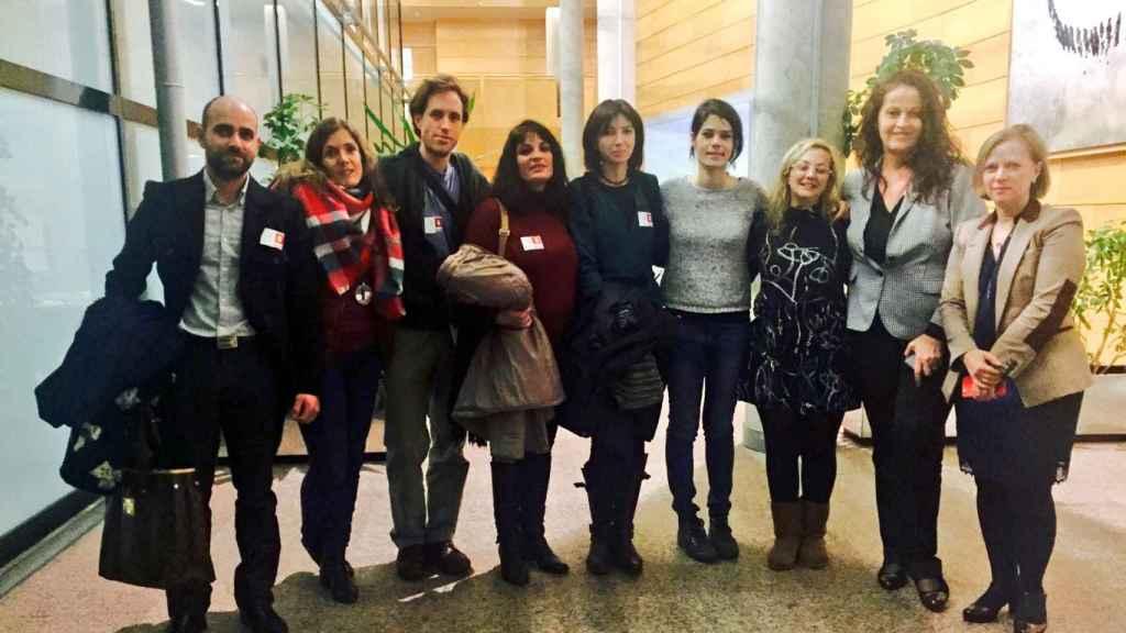 María Sevilla (3ª por la derecha), entre Isa Serra -candidata de Podemos a la Asamblea de Madrid- y Carla Antonelli, diputada autonómica del PSOE.