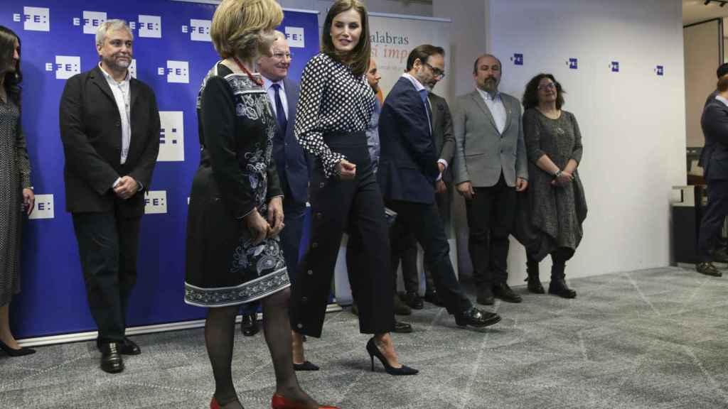 Letizia junto con la ministra de Sanidad María Luisa Carcedo en el evento 'Medios de Comunicación y Salud Mental'.