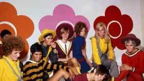 Fotografía facilitada por el museo Victoria&Albert, de Mary Quant y modelos en el lanzamiento de Quant Afoot footwear, en 1967