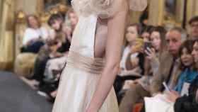 Modelo en el desfile de Antonia Serena en la Semana de la Moda Nupcial en Madrid.