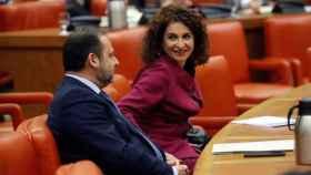 José Luis Ábalos, ministro de Fomento, y María Jesús Montero, de Hacienda, este miércoles en el Congreso.