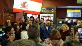 Santiago Abascal recibido en un bar de Tarancón (Cuenca).