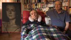En la imagen, a la izquierda una foto de María José hace más de veinte años, a la derecha la pareja.