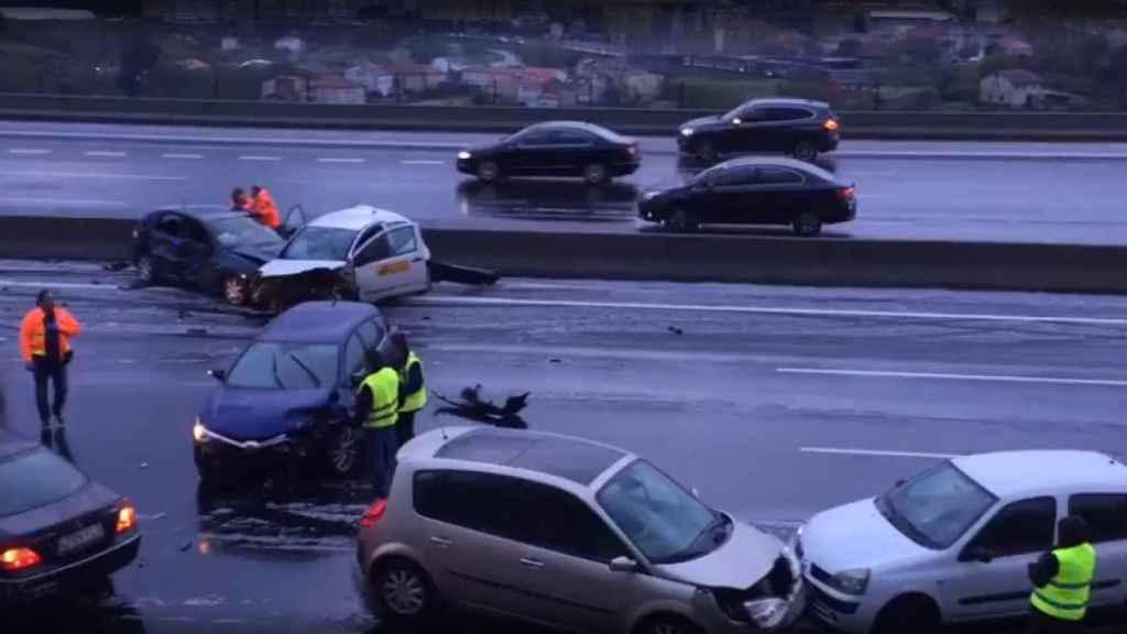 El accidente ha tenido lugar a la altura de la Ciudad de la Cultura de la ciudad.