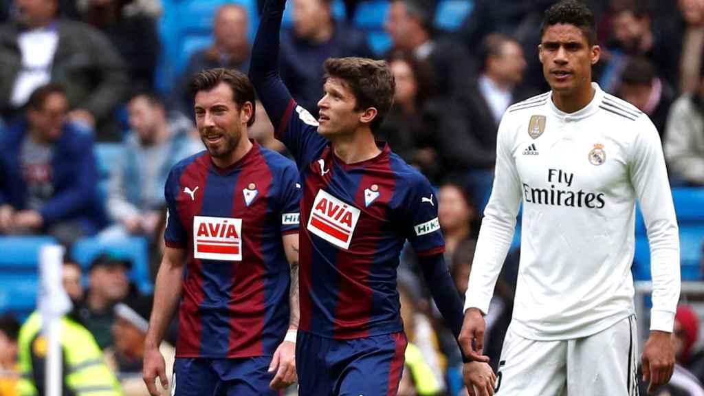 El Eibar celebra el primer gol del partido al Real Madrid