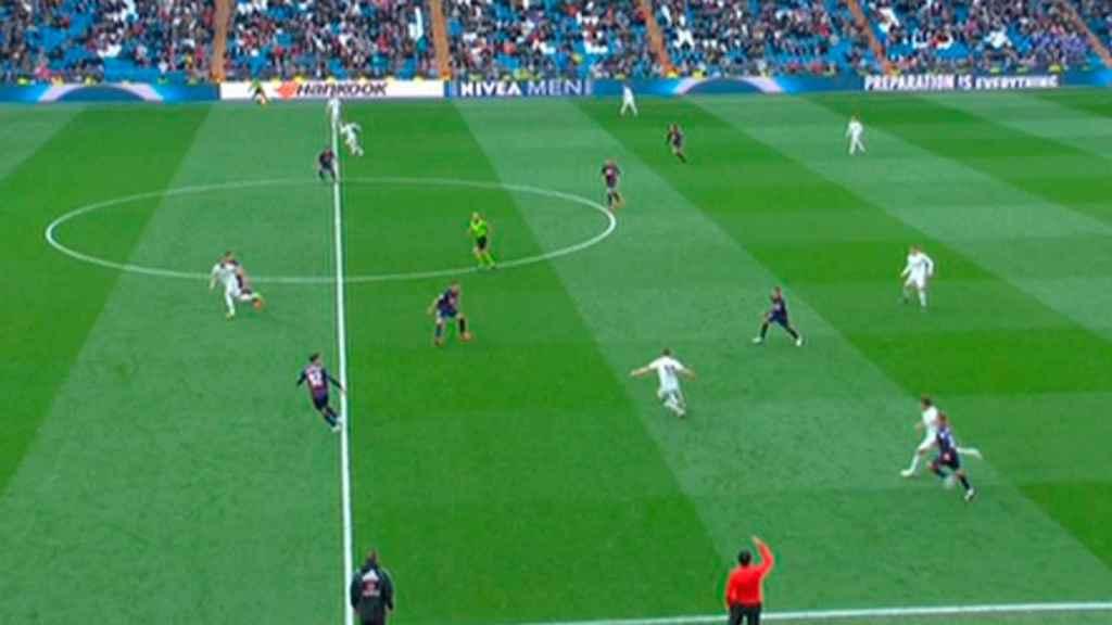 Segundo gol anulado a Benzema ante el Eibar por fuera de juego