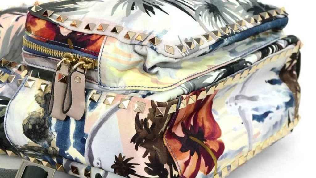Messenger de Valentino con estampado hawaiano.