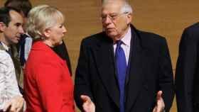 Borrell discute con su homóloga sueca durante la reunión celebrada en Luxemburgo