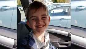 Charlie Logan, de siete años, fue obligado a llevar un chaleco reflectante en su colegio para diferenciar que era autista