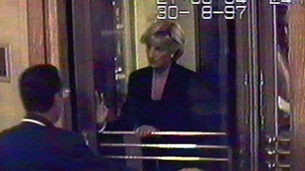 Diana de Gales, a su salida del Ritz de la Place Vendôme de París.