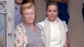 Remedios Torres junto a su hija, María José Campanario.