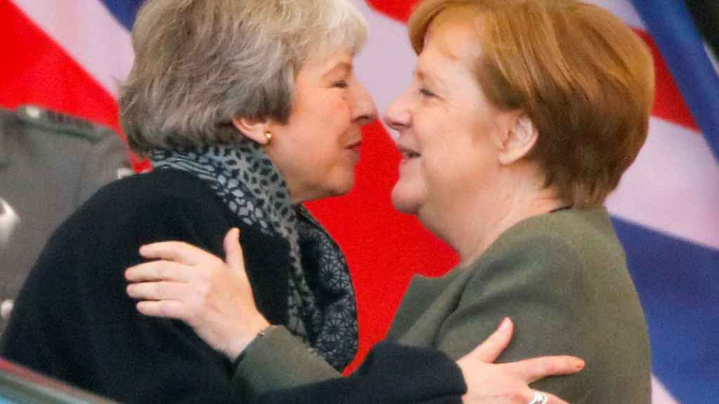 Mays se ha reunido este martes en Berlín con la canciller Angela Merkel