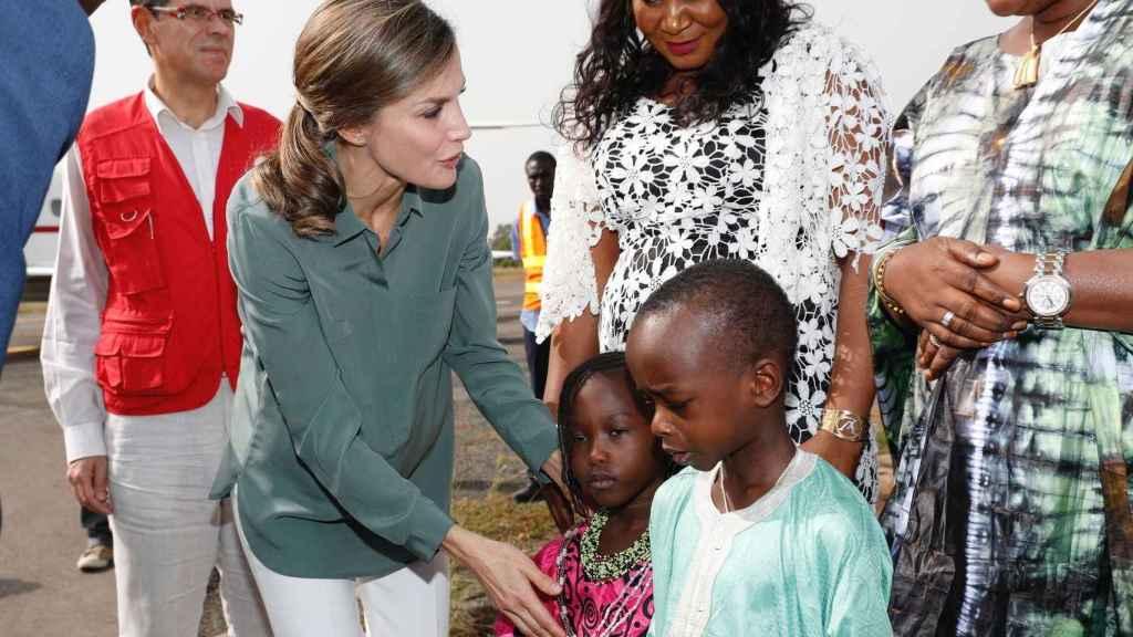 La reina Letizia durante su viaje a Senegal en diciembre de 2017.