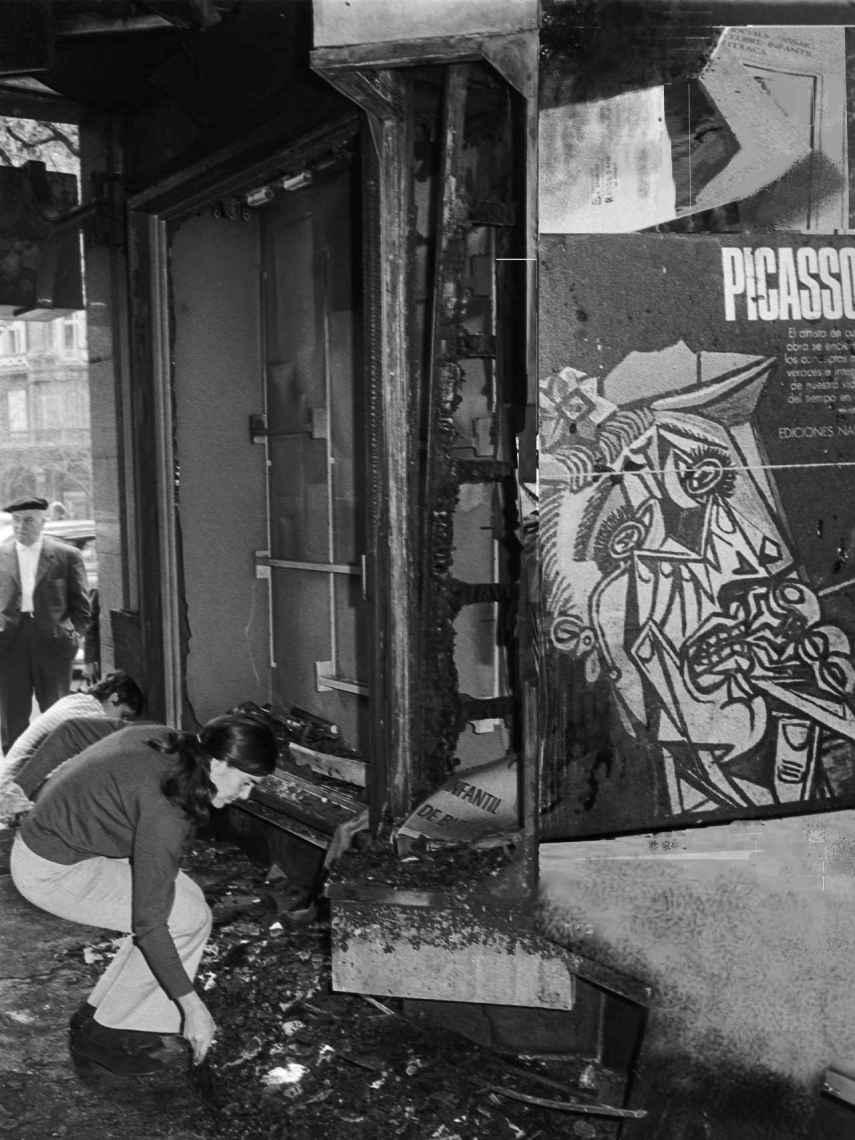 La librería Cinc d'Oros tras el atentado anti-Picasso.