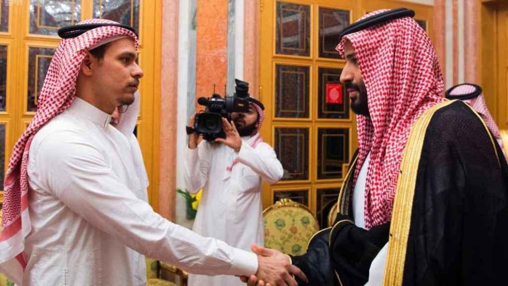 El hijo de Khashoggi y el príncipe saudí en una reunión a finales de 2019.