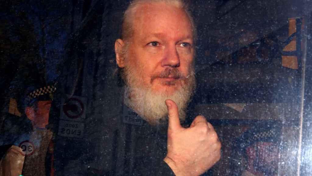 Assange, tras ser detenido.