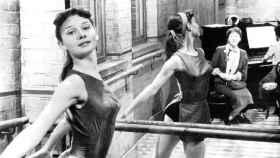 Audrey Hepburn, de joven, en una escena de 'The secret people'.