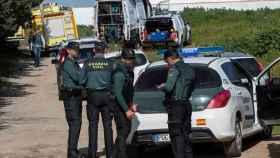 Agentes de la Guardia Civil durante la investigación de este jueves en Chiclana. Foto: EFE