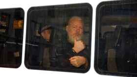 Julian Assange, tras ser detenido por la policía británica.