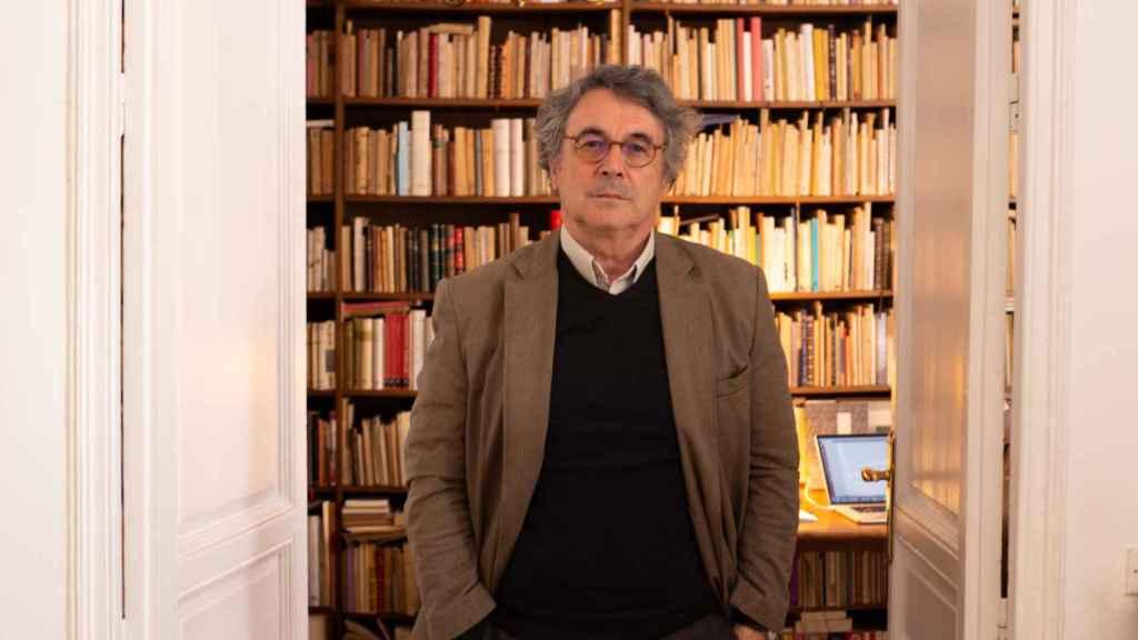 Trapiello guarda en su casa más de 20.000 libros.