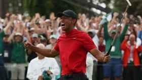Tiger Woods celebra un nuevo Major