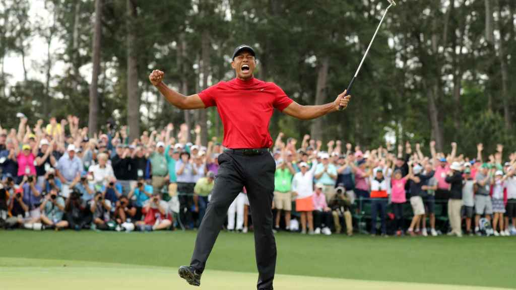 Tiger Woods celebra una nueva victoria