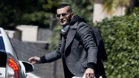 Paco, el ex de Jorge Javier Vázquez, saliendo de su casa.