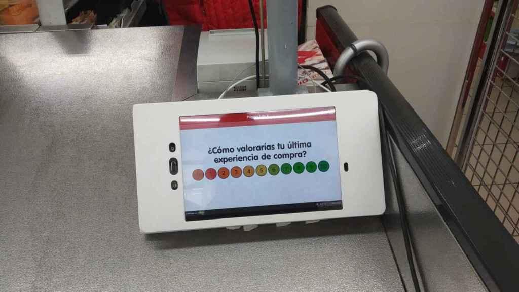 Imagen de una de las 'tablet' instaladas en las cajas de los supermercados.
