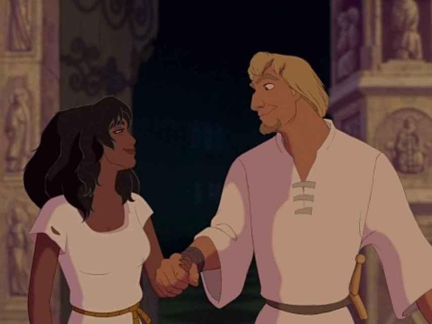 Febo jamás amó a Esmeralda, la utilizó. En la película acaban felices y juntos.