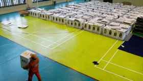 Cajas con las papeletas para las elecciones en Indonesia.