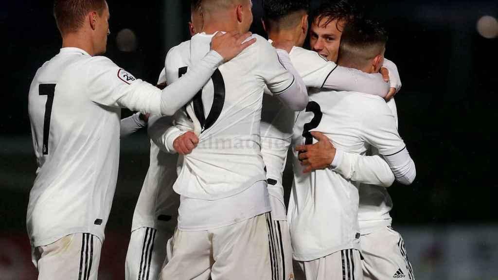 Los jugadores del Castilla celebran el gol de Dani Gómez