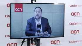 Junqueras durante la rueda de prensa a la agencia catalana de noticias