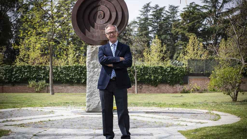 José Guirao en los jardines de La Moncloa.
