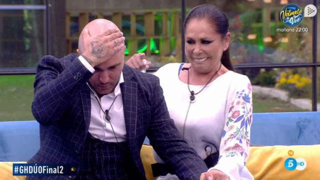 Isabel Pantoja entró en la casa más famosa de Telecinco para sorprender a su hijo.