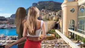 Las hijas adolescentes de Julio Iglesias de espaldas en un montaje de JALEOS.