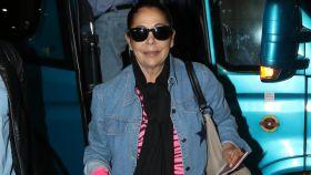 Isabel Pantoja, a su llegada al aeropuerto de Madrid.