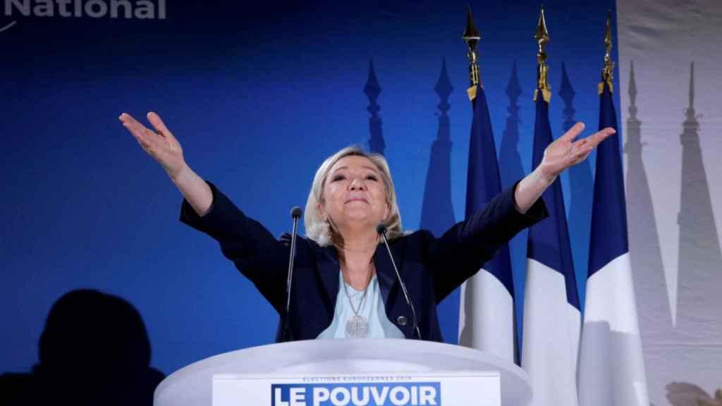 Marine Le Pen durante un acto electoral  en la localidad francesa de Saint-Paul-du-Bois.