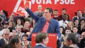 Pedro Sánchez, este sábado en su último mitin antes de preparar los debates, en Alicante.