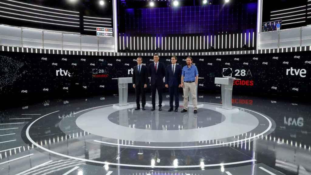 Pedro Sánchez, Albert Rivera, Pablo Casado y Pablo Iglesias posan antes del debate.