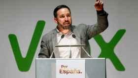 El candidato de Vox a la Presidencia del Gobierno, Santiago Abascal, participando este lunes en un mitin en A Coruña.