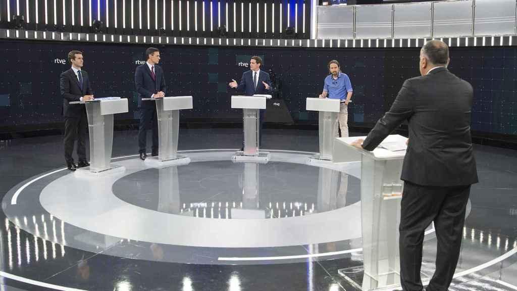 Rivera arremete contra Sánchez durante el debate.