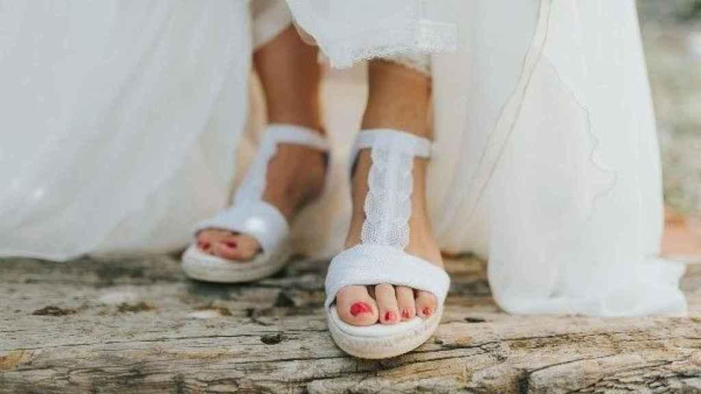 Alpargatas de novia de Lisa López con un precio de 110 euros.
