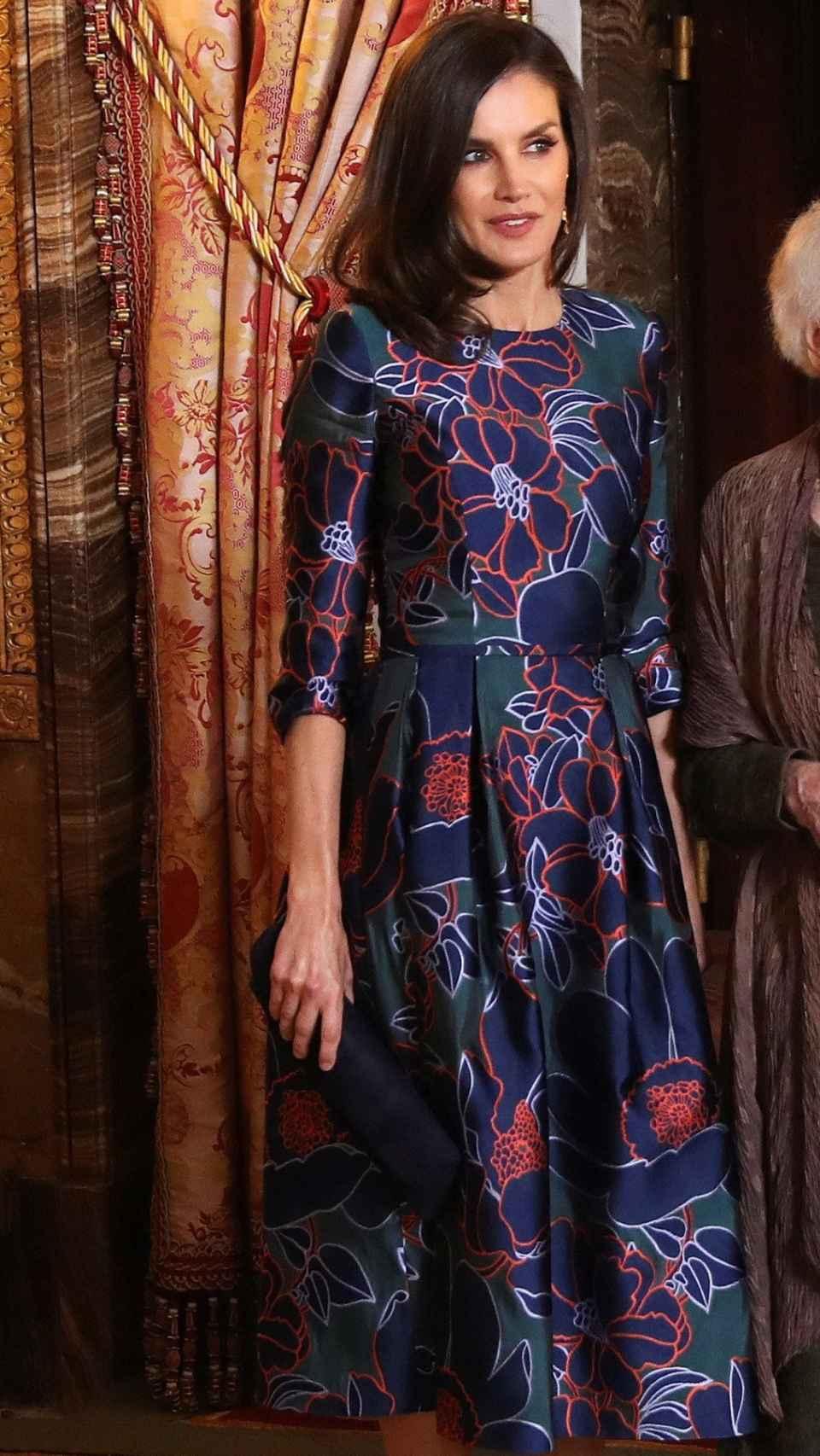 La reina Letizia ha vuelto a lucir el vestido de Carolina Herrera que escogió para su última visita a Londres.