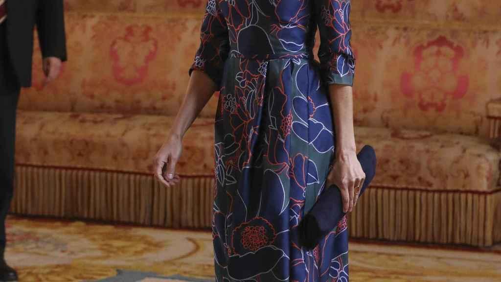 La reina Letizia escogió unos pendientes de Tous para el almuerzo en el Palacio Real.