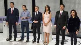 Los representantes políticos y los moderadores de 'El debate decisivo' (Atresmedia)