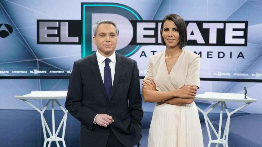 Vicente Vallés y Ana Pastor, conductores del último debate presidencial de Atresmedia.