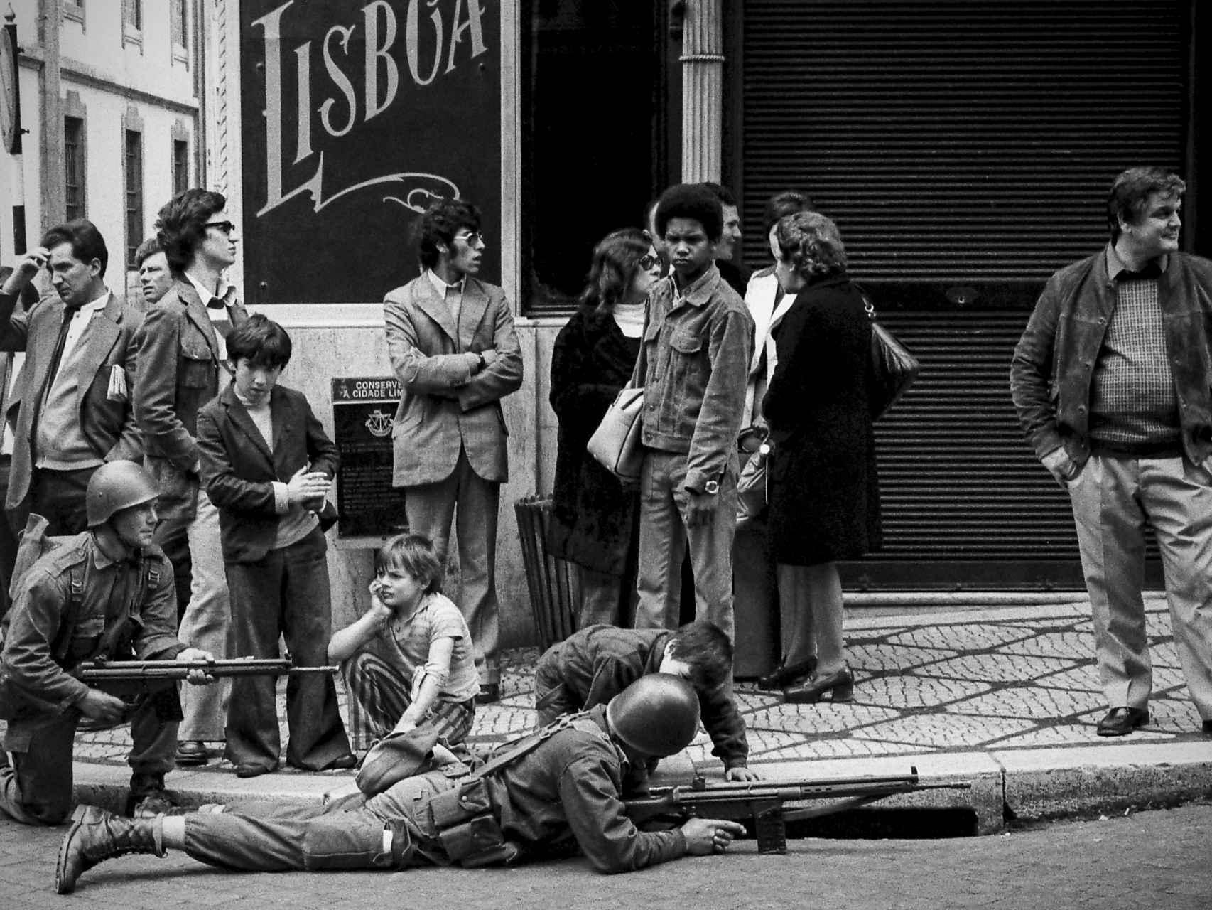La Revolución de los Claveles, en imágenes